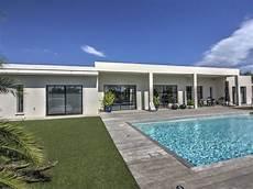 villa contemporaine haut standing plain pied piscine