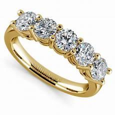 five diamond wedding ring in yellow gold 1 1 2 ctw