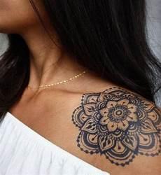 35 Shoulder Tattoos For