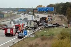 unfall auf der a9 schwerer unfall auf der autobahn 9 bei dessau mitteldeutsche zeitung