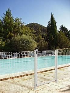cloture piscine pas cher portillon blanc pour cl 244 ture de piscine h 1 40 m l 1 m