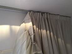 rail au plafond pour rideaux remplacer un rail 224 rideaux pour les makers