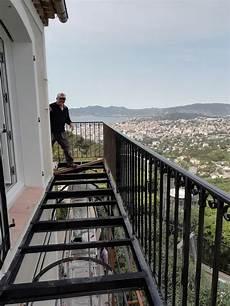 pose de platelage bois sur balcon filant a structure