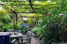 toit terrasse vegetal avant apr 200 s v 233 g 233 talisation d un toit terrasse pergola