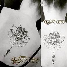 Tatouage Dos Femme Lotus Perles Et Unalome Lignes Et Do