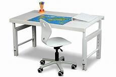 schreibtische für kinder schlichter drehstuhl aus holz f 252 r sch 252 ler ab 5 jahre