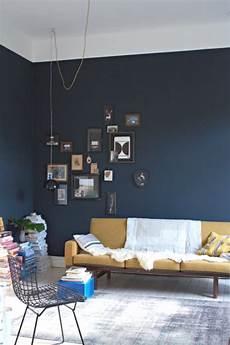 blaue wandfarbe wohnzimmer easy diy paint one blue wall trendsurvivor