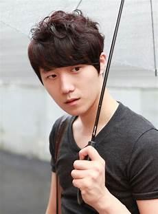 mens korean hairstyle 70 cool korean japanese hairstyles for asian guys 2018