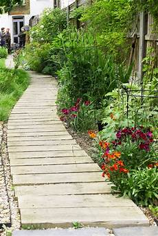 how important is your garden path the middle sized