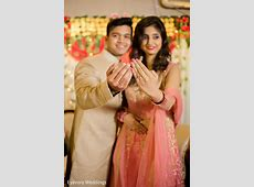 Adorable indian couple showing rings   Photo 140126