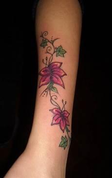 tatuaggi avambraccio fiori foto tatuaggi fiori e farfalle