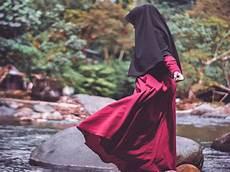 Gambar Wanita Muslimah Cantik Berhijab Dari Belakang