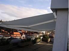 offener vorbau an einem gebäude offene markisen 171 hochmuth rolladen sonnenschutz