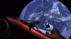 tesla dans l espace albums photos la tesla roadster dans l espace autonews
