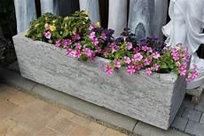 ganzjahresbepflanzung für balkonkästen steintr 246 ge aus naturstein granit f 252 r garten