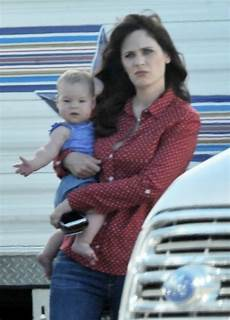 Zooey Deschanel With Second Child The