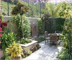 Mediterraner Garten Ideen - mediterranean courtyard garden mediterranean courtyard