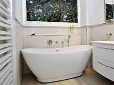 bad mit badewanne kleines badezimmer mit der freistehenden badewanne sanitas