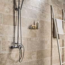 carrelage salle de bain travertin naturelle sol et mur ivoire travertin l 20 x l 50