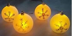 beleuchtete weihnachtskugeln 4 led christbaumkugeln in 4 farben weihnachtskugeln