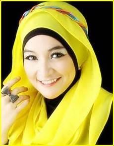Model Jilbab Terbaru Warna Modern Kuning