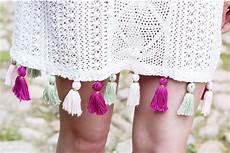 tagesdecke selber machen diy kleid mit quasten verzieren