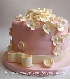 immagini torte con fiori lacoccinellagolosa torta di compleanno rosa e avorio