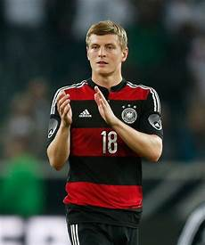 toni kroos kroos chelsea transfer news blues to offer toni kroos 163 6 7m a