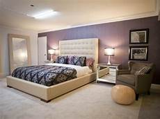ideen wandgestaltung farbe neutral contemporary bedroom with purple accent wall hgtv