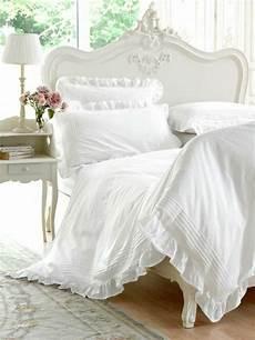 lit style romantique la parure de lit romantique en milles photos