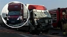 Unfall A 4 - lkw unfall auf der a4 gaffer sorgen f 252 r auffahrunfall