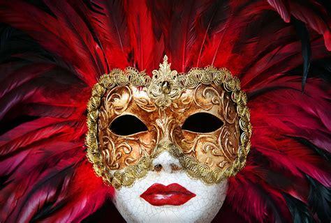 À Venise, Les Beaux Masques étaient Trop