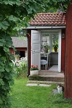 gartenhaus innen gestalten gartenhaus im schwedenstil gestalten sie eine thematische gartenecke