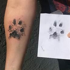 tatouage de des tatouages d empreintes de pattes de chiens 2tout2rien