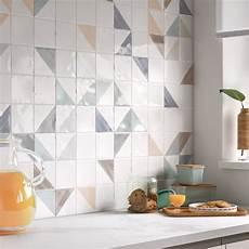 carrelage mur cuisine moderne embellir sa cuisine moderne avec un carrelage bleu leroy