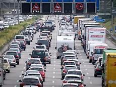 Nrw Nach 10 Kilometern Stau 20 Autos Bleiben Auf A2 Liegen