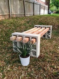 Sitzbank Aus Betonziegel Und Holzlatten Die Sich Einfach