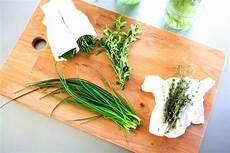 conserver herbes aromatiques l astuce infaillible pour conserver vos herbes aromatiques