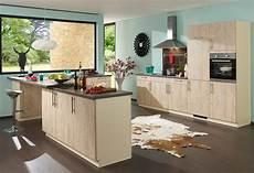 küche farbig gestalten k 252 chengestaltung mit farbe bunte ideen f 252 r die k 252 che