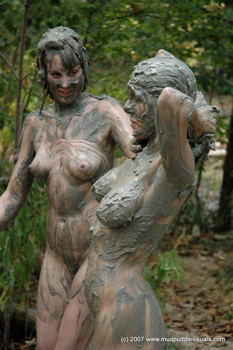 Rose Leslie Naked