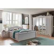 landhausstil schlafzimmer weiß landhaus schlafzimmer aus kiefer in wei 223 mit bett 180x200