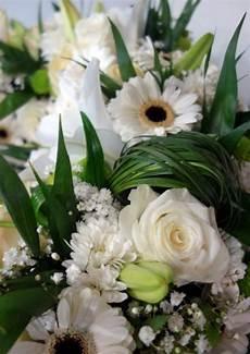 couronne de fleurs deuil blanche 4 calypso fleurs