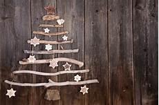 basteln mit zweigen und ästen weihnachtsbaum aus 196 sten und zapfen basteln