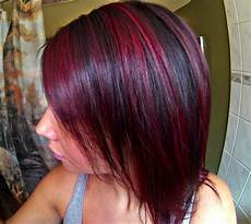 rot schwarz haarfarbe hair with highlights underneath purple light