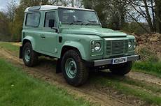 Defender Land Rover - 2016 land rover defender 90 heritage review motortrend