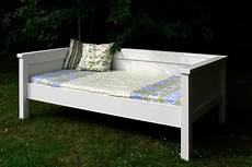 Bett Bauen Einfach - white simple daybed farmhouse bed hybrid diy projects