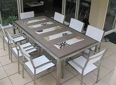 table de jardin moderne d 233 co jardin avec mosa 239 que en 28 beaux exemples