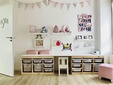 chambre de notre fille bureau rangements jouets