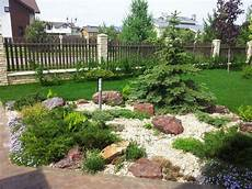 vorgarten steingarten anlegen pflegeleichter vorgarten mit gro 223 en steinen und gr 228 sern