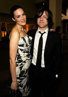 mandy moore steps put without wedding ring following